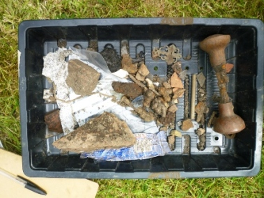 p1050104_finds-from-russs-test-pit